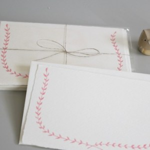 pink garland linea carta 300x300 Sweet Note Cards