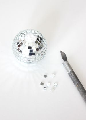 disco ball succulent place card 3 DIY Tutorial: Mini Disco Ball Place Cards