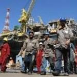 00032_oilfieldworkers