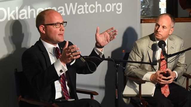 Oklahoma House Minority Leader Scott Inman, left, and House Speaker Jeff Hickman take part in a Oklahoma Watch forum at Kamps 1910 Cafe, 10-20-15.  (Mark Hancock)