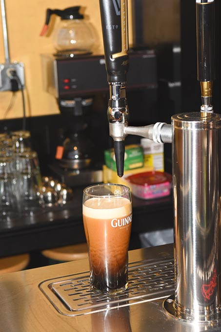 A fresh Guinness draw The Black Raven in Choctaw. (Mark Hancock / File)