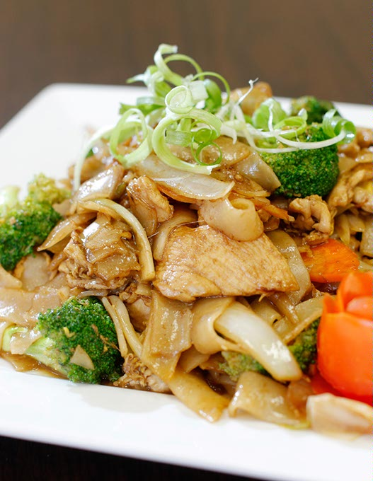 <em>Pad see ew</em> with chicken at Four J's Diner (Garett Fisbeck / file)
