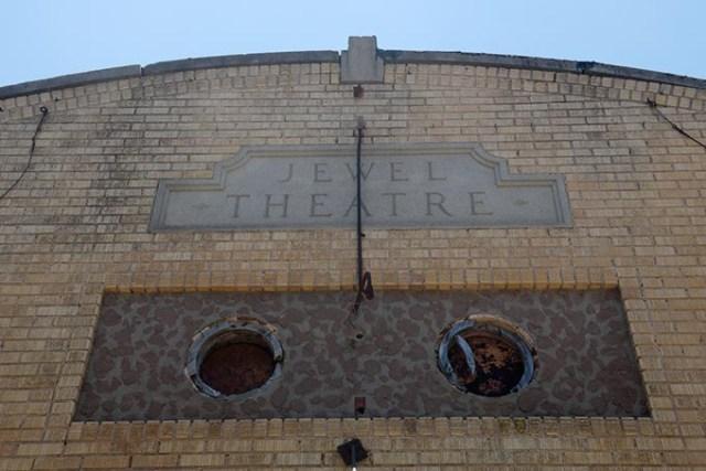 Jewel Theatre (Garett Fisbeck)