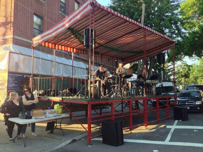 ニューヨークアストリアの小さなお祭り ステージ