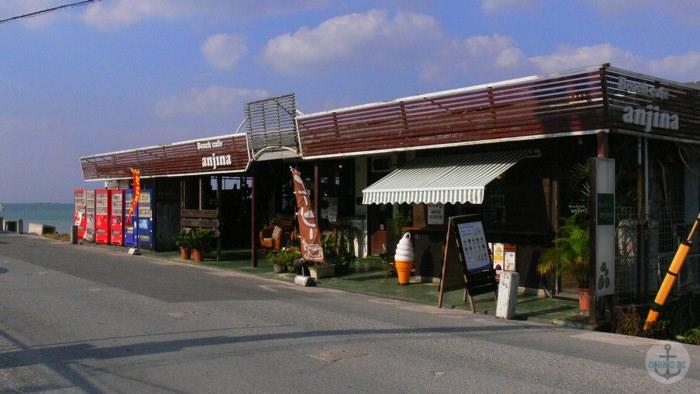 瀬長島ビーチそばのカフェ