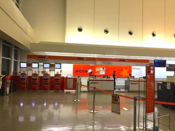那覇空港のジェットスターチェックインカウンター