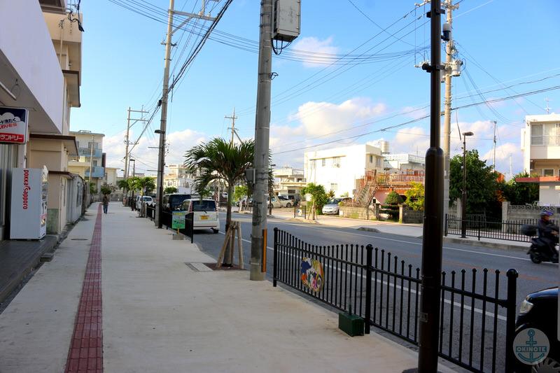 沖縄市のいなり寿し家前の通り