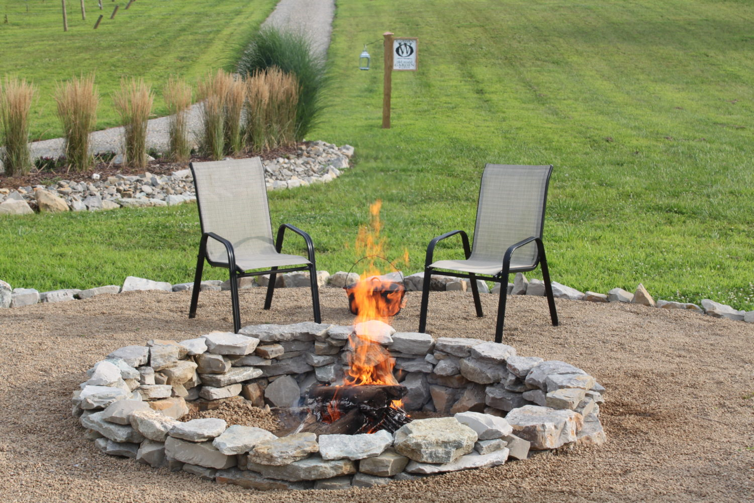 How to create a beautiful inexpensive backyard fire pit for Outdoor fire pit construction