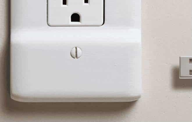 Tomada com entrada USB elimina adaptador