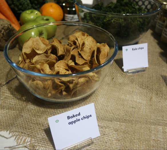 Ayomo QV - Baked apple chips kale chips