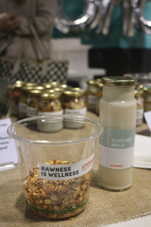 Ayomo QV - Granola and almond mylk