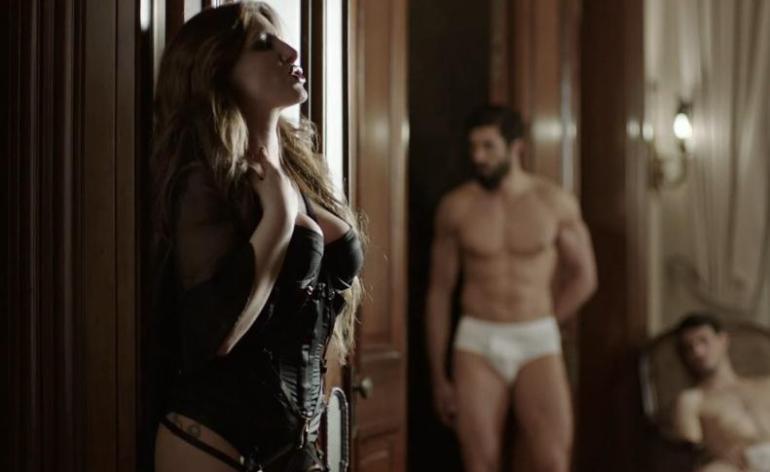 Η-Έλενα-Παπαρίζου-στο-νέο-video-clip-Πόσο-Μου-Αρέσει