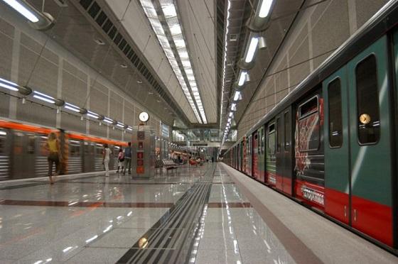 athinaioi protimoun metro
