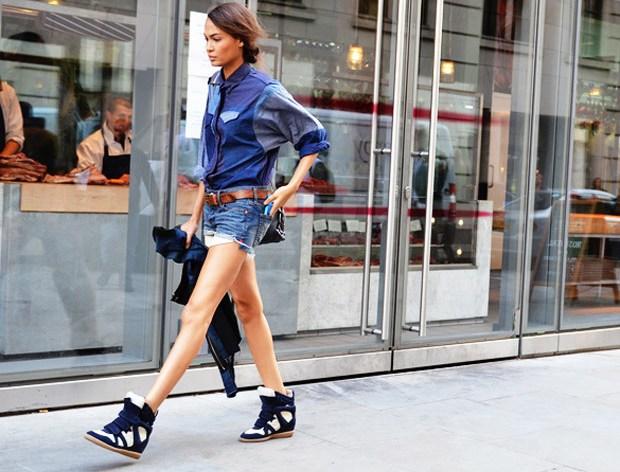 Πώς θα φορέσεις σωστά τα wedge sneakers – Της Queen H