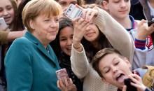 Οι selfie φωτογραφίες της Μέρκελ με μαθητές
