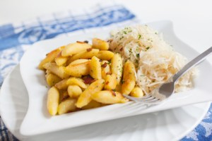 Fingernudeln mit Sauerkraut