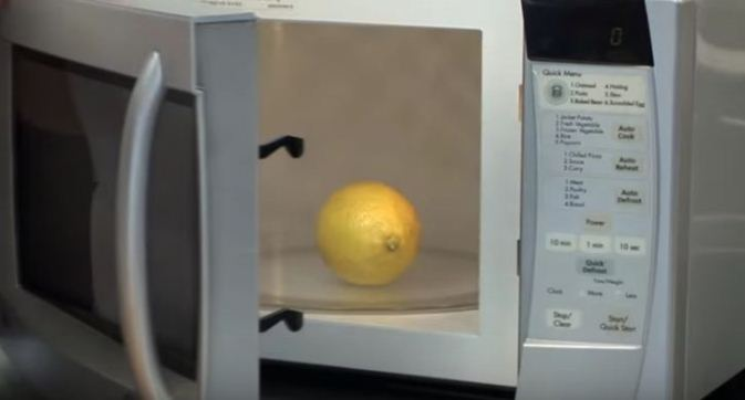 She-Puts-a-Lemon-in-a-Microwave.-20-Seconds-Later-You-Just-Have-to-Try-This