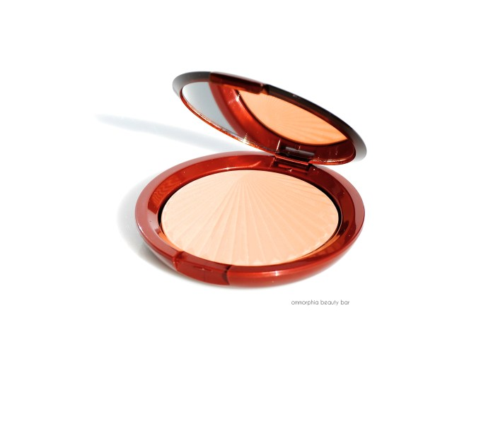 EL Bronze Goddess Illuminating Powder Gelée closer