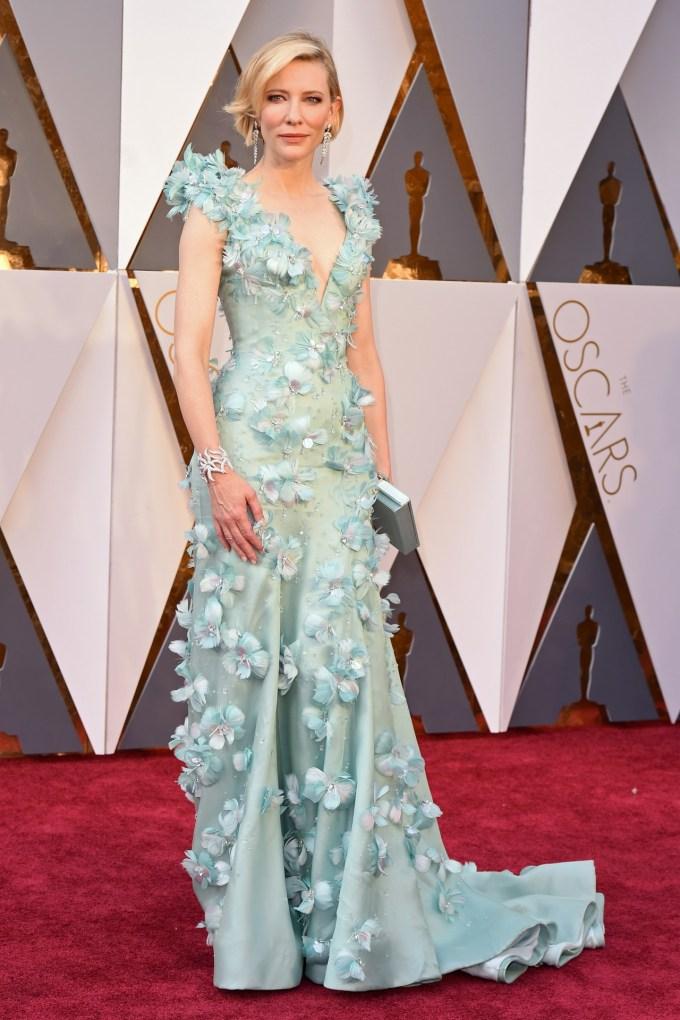 Cate-Blanchett-Oscars-2016-Red-Carpet-Vogue-28Feb16-Rex_b