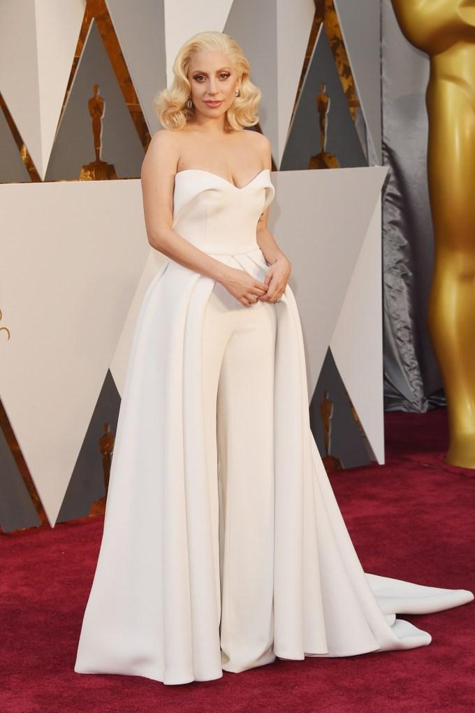 Lady-Gaga-Oscars-2016-Red-Carpet-Vogue-28Feb16-Getty_b