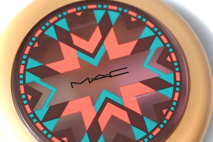 MAC Vibe Tribe Gleamtones Powder compact detail