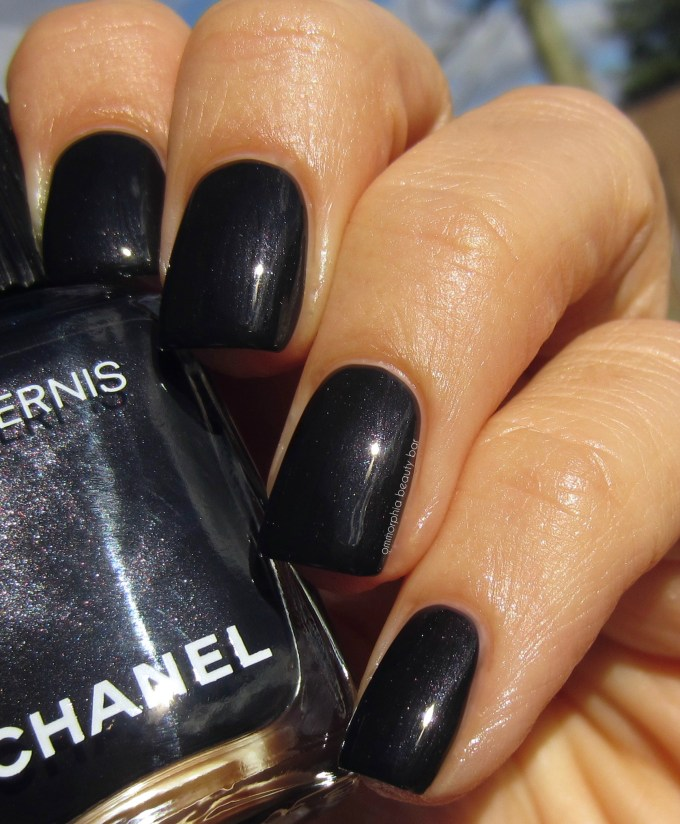 chanel-gris-obscur-swatch-2