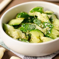 Easy Chinese Cucumber Salad (拍黄瓜)
