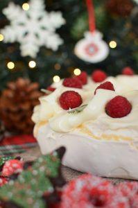 christmas-pavlova-wreath-recipe-berries-marcarpone-cream-easy-yogurt-eggs2