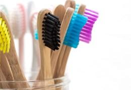 HUMBLEBRUSH-adult-bamboo-toothbrush-main_d7ccc092-bdf6-455c-9004-b0f6a624219d
