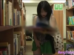 性に興味津々な黒髪美少女が図書館で性教育の本を見ておまんこを弄りだしてるオなニー動画 女