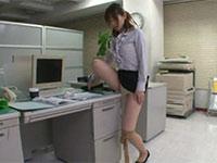 ウォーターサーバーに仕込まれた媚薬を飲んだOLが発情してオフィスで角オナニーをっ!!