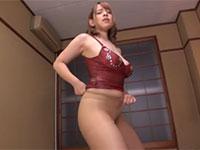 西村ニーナさんの手を使わないパンスト擦り付け立ちオナニー