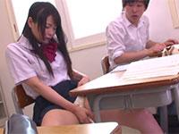 リコーダーに塗られた媚薬で発情して授業中に擦り付けオナニーを始めざるをえないJK