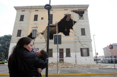 Earthquake Strikes Northern Italy Again |  Several Dead | Cinque Terre Safe (2/2)