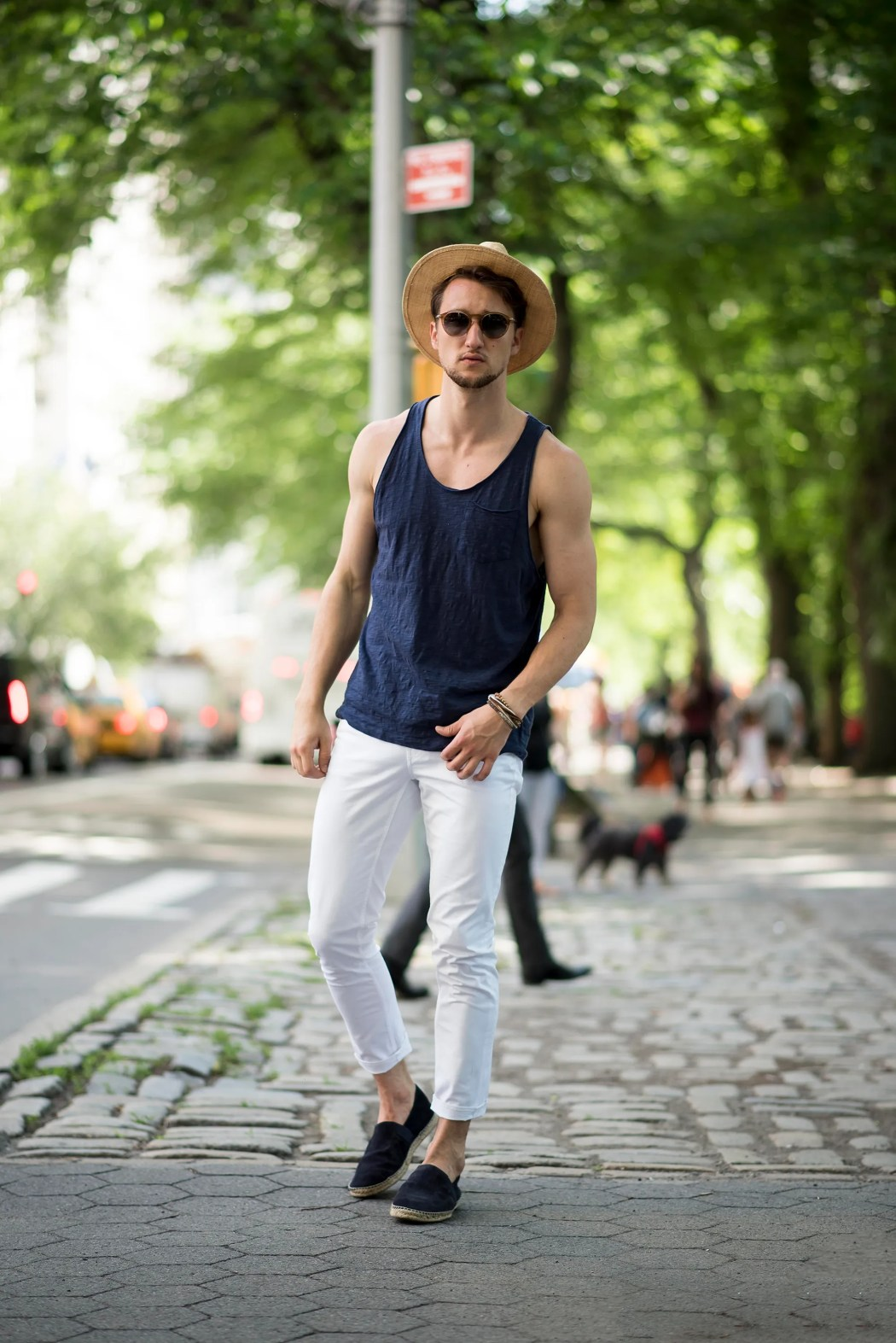 39eb063a3126 How to  3 ways to wear white jeans for men