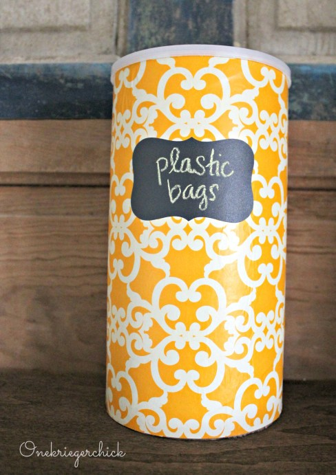DIY plastic bag storage container {Onekriegerchick.com}