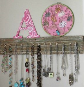 slider Salvaged Wood Jewelry Display...so easy!