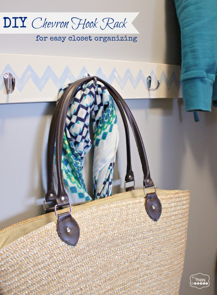 DIY-Chevron-Hook-Rack-for-easy-closet-organizing-at-The-Happy-Housie-752x1024 (1)