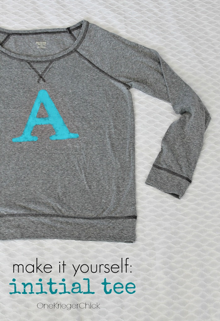 Make-it-yourself-initial-tee