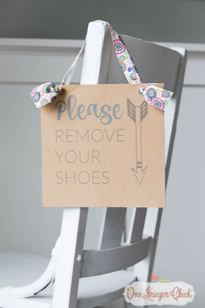 Make your own -Please Remove Your Shoes- sign and help keep the mess out of your home this holiday season- OneKriegerChick.com-9582