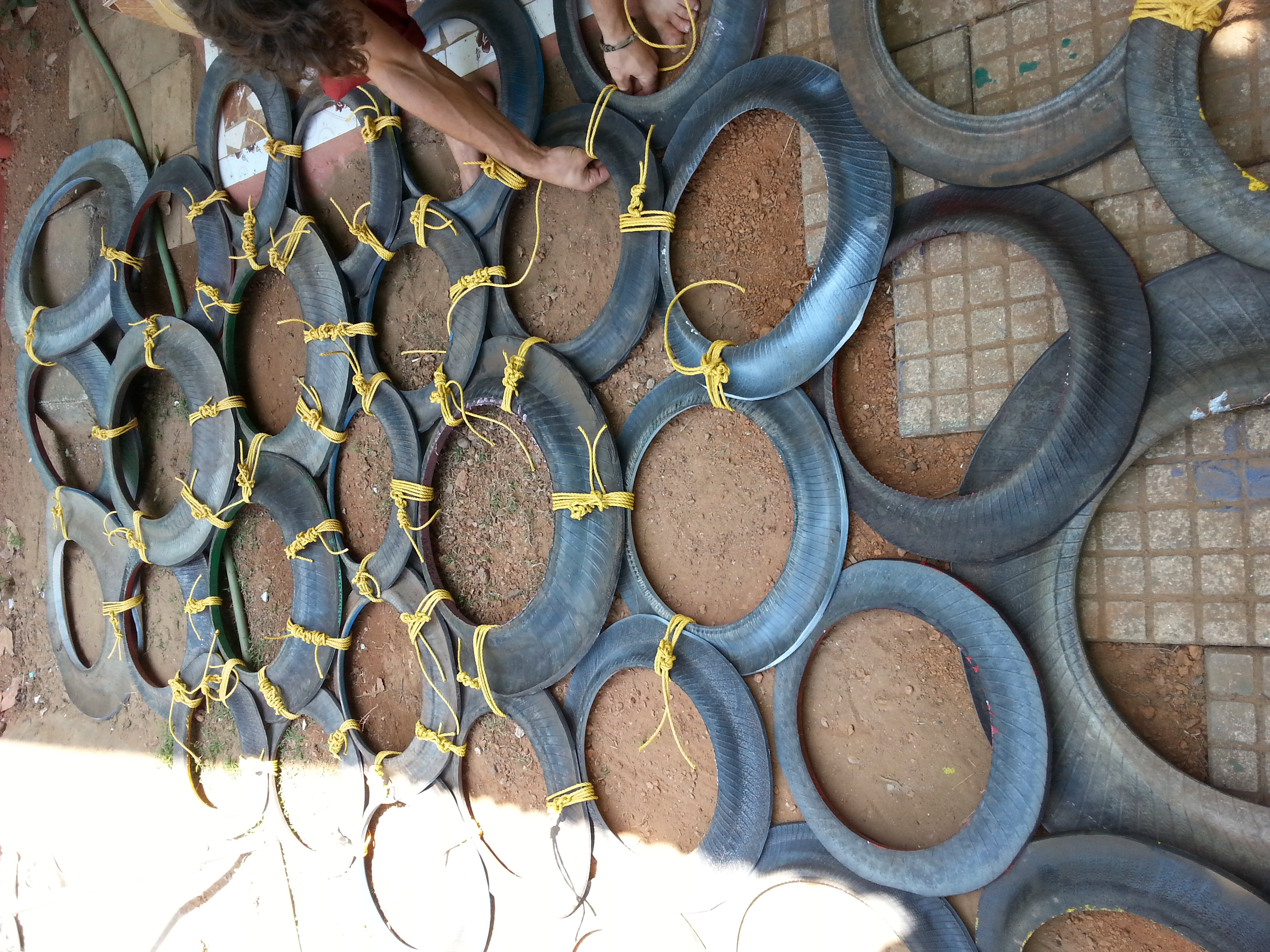 Diy tire climbing wall recycled materials onenomadwoman for Recycled wall
