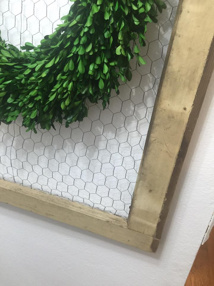 farmhouse-chicken-wire-frame-boxwood