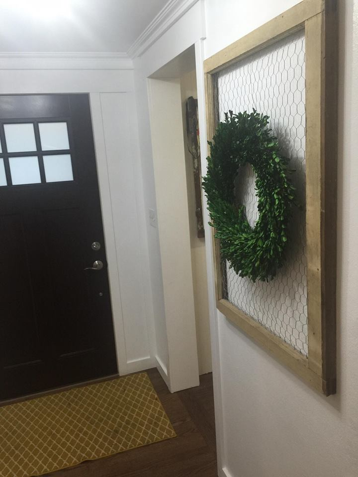 farmhouse-entryway-boxwood-wreath