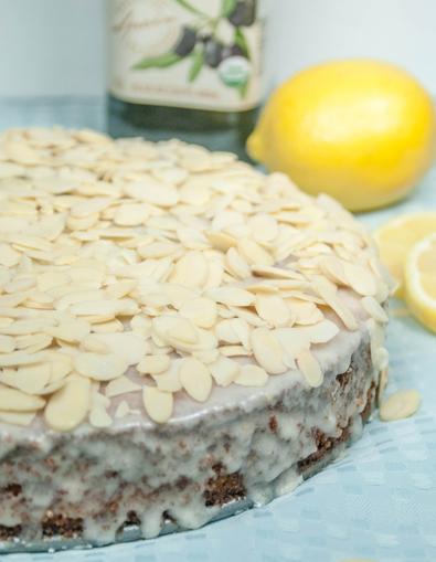 Torta di Mandorle e Limone {Lemon Almond Olive Oil Cake}. It tastes like biscotti! Visit OnlyTasteMatters.com for the full #recipe. #dessert #baking #glutenfree
