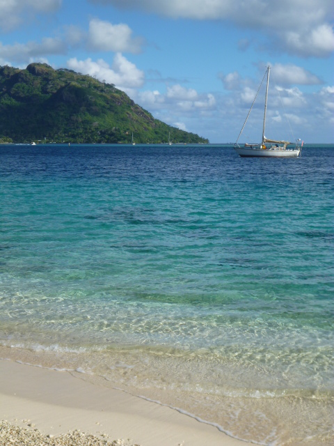 sailing in polynesia on the horizon line travel blog brianna randall and rob roberts