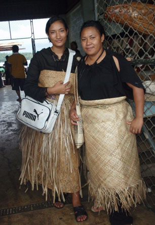 tonga girls in grass skirts rob and brianna sail travel blog story ocean beach