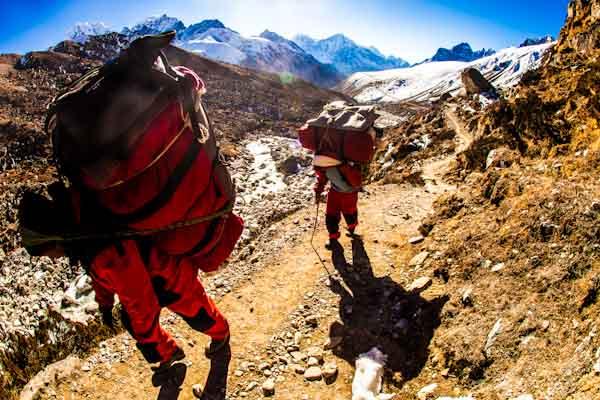 NepaliPortersSherpaGokyo