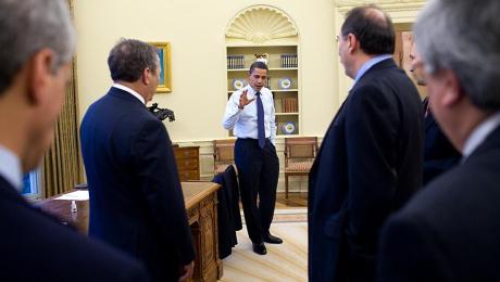 Obama Oval meeting senior staff. Credit: Pete Souza, White House photographer