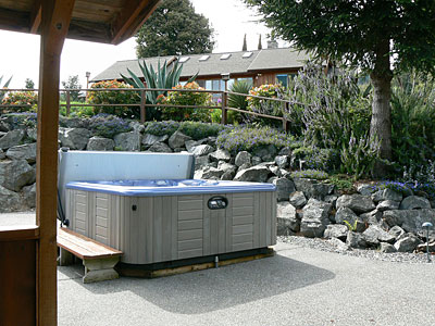 Guesthouse-Hottub-3