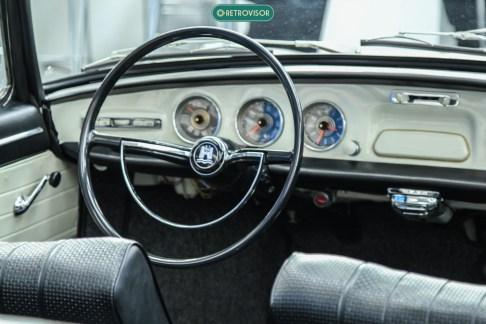 O interior é inconfundível para um VW anos 60/70